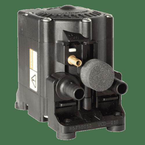 Пневматический мембранный насос Flojet G575205A для моющих средств (вид со стороны подключений шлангов)