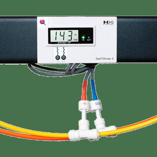 HM Digital DM-2 (в рабочем режиме, установлен на стойку с подключенными шлангами и проведенной водой)