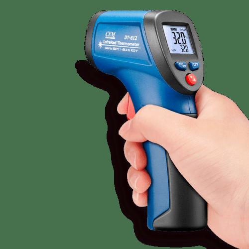CEM DT-812 пирометр термометр 8:1 -30ºC до 500ºC (вид в руке)